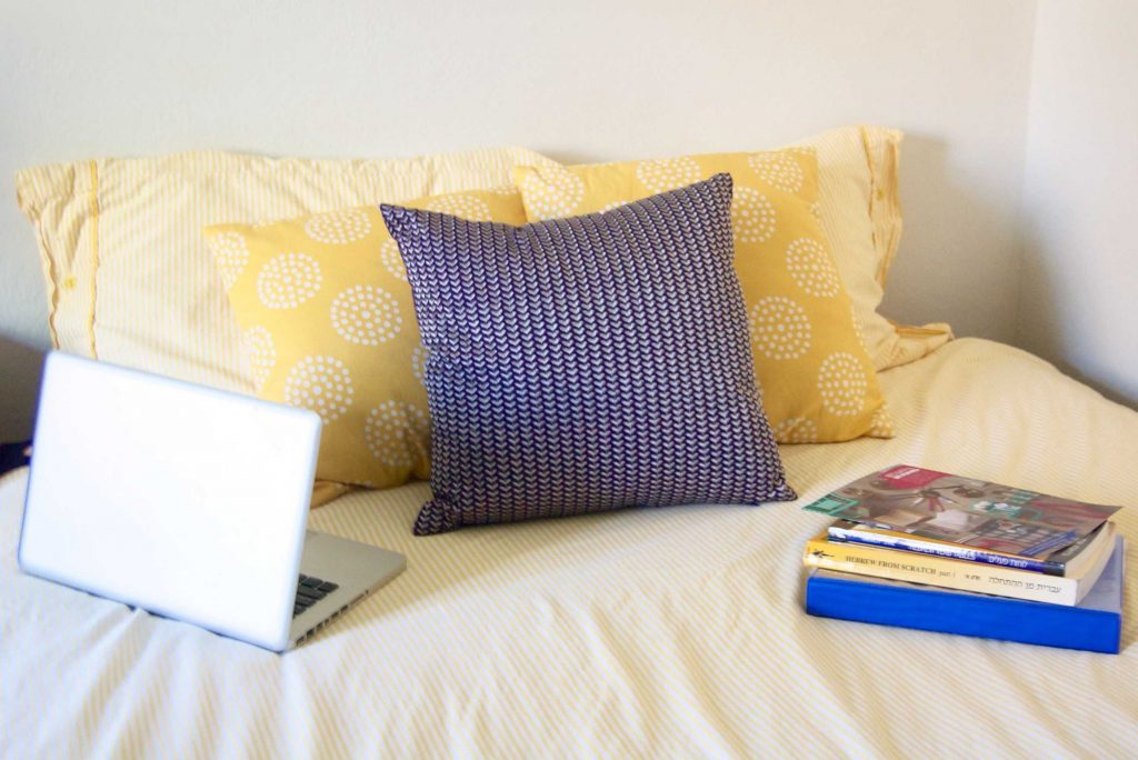 My dorm style is colorful, feminine, and fun! Check out my favorite picks from Bed Bath and Beyond's college dorm selection, and read on about how I'm decorating my dorm!   Sara Laughed #ad #BedBathAndBeyond